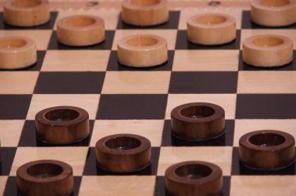 О разновидностях шашечной игры