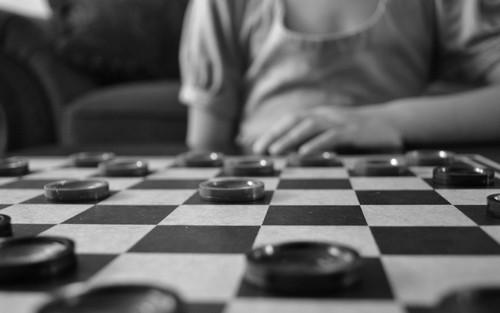 Центр в шашках и этюд Пеля